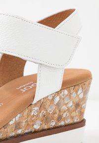 Gabor Comfort - Sandalen met sleehak - weiß - 2