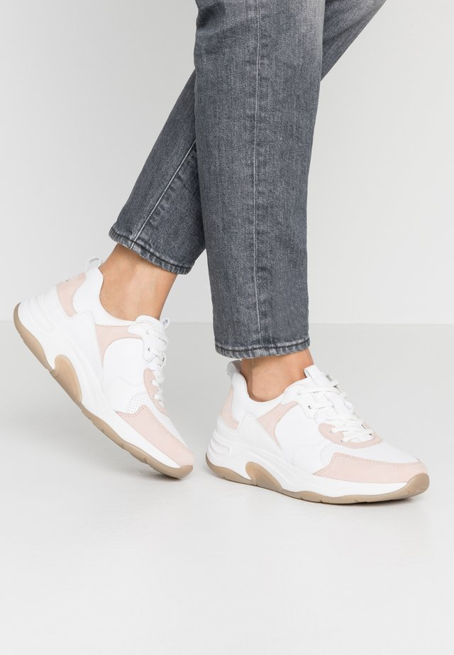 ROLLING SOFT - Sneakers laag - weiß/rose