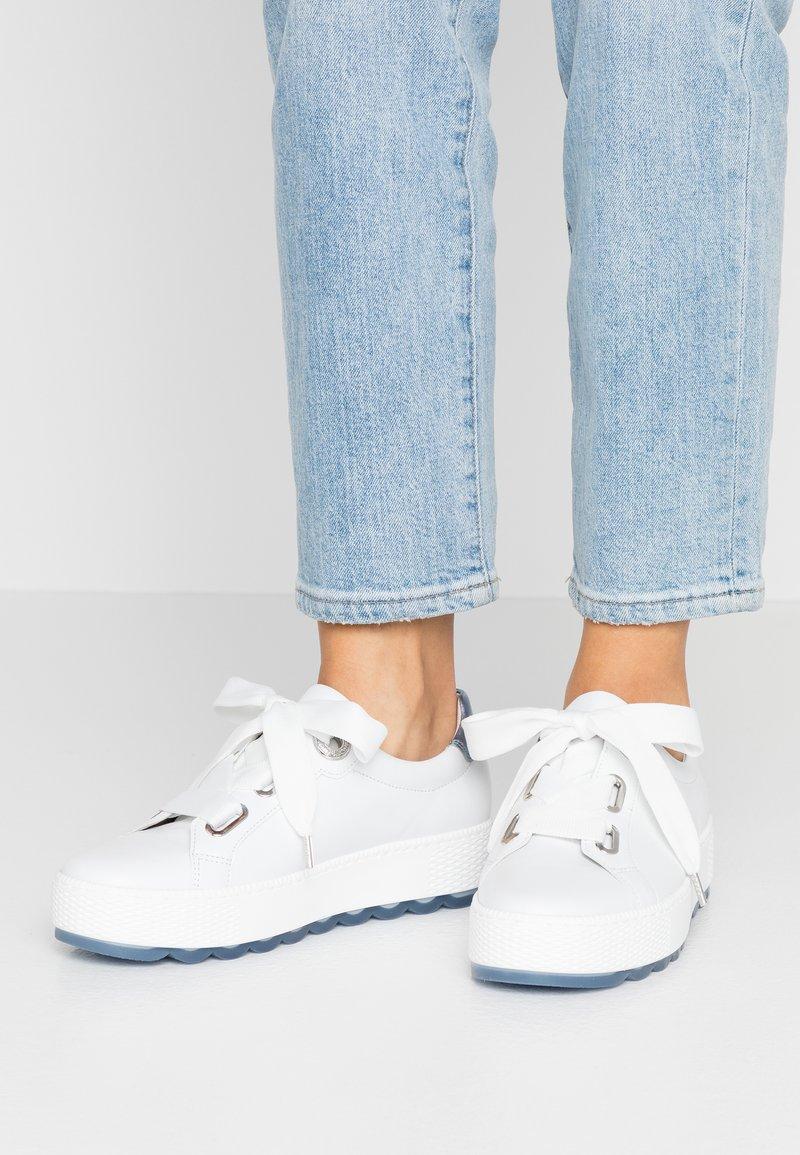 Gabor Comfort - Sneakers laag - weiß/azur
