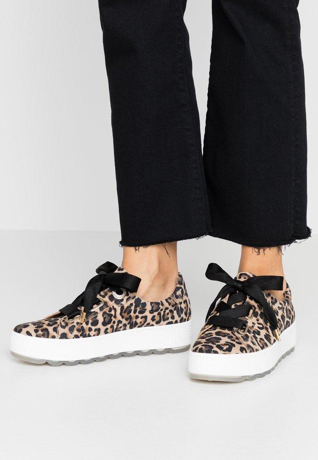 Sneakers laag - natur