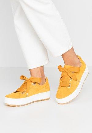 Sneakersy niskie - mango