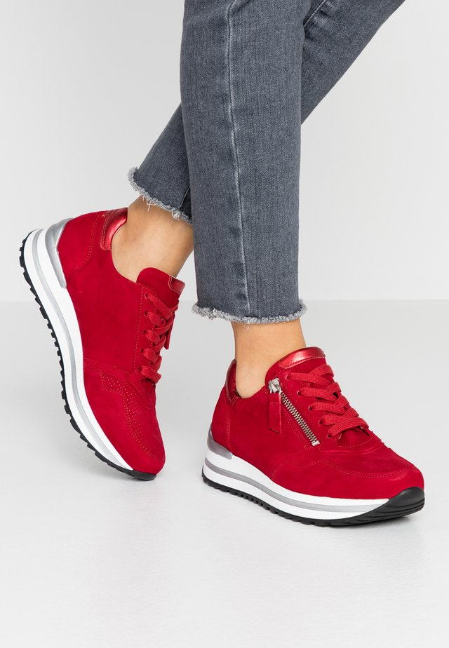 Matalavartiset tennarit - rubin/rosso