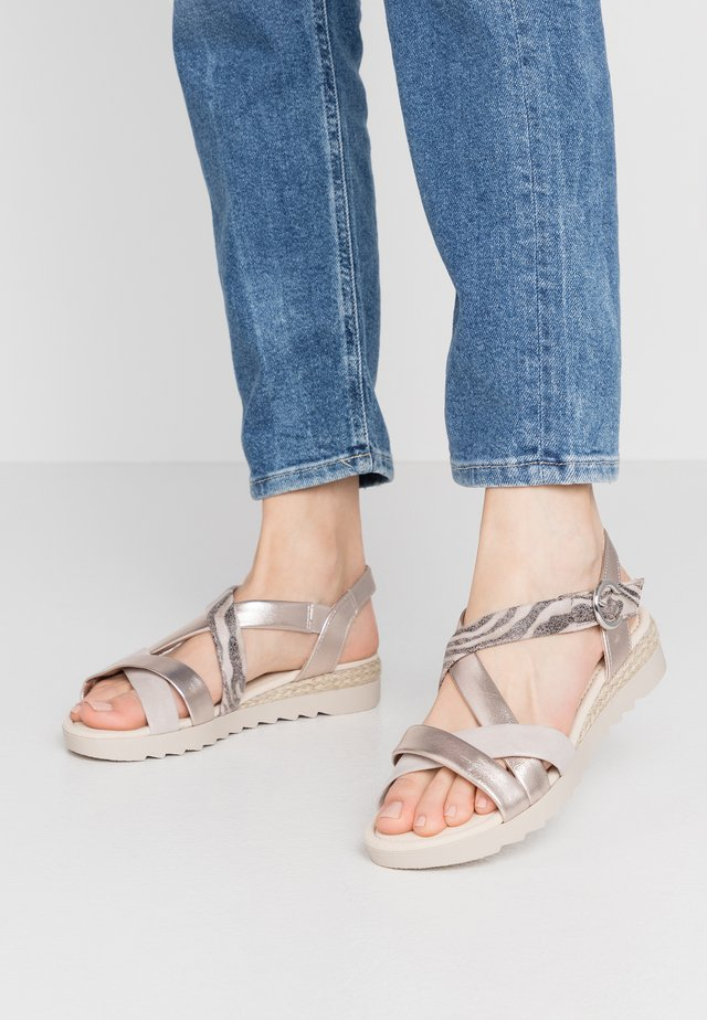 Wedge sandals - muschel