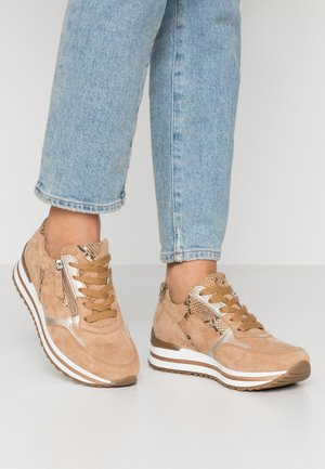 Sneakers laag - caramel/camel/platin