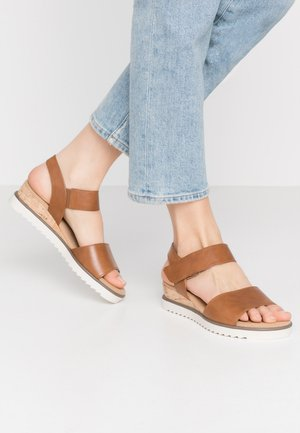 Sandalen met sleehak - camel/creme