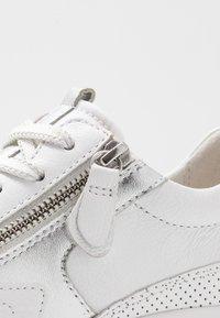 Gabor Comfort - Sneakers laag - weiß/silber - 2