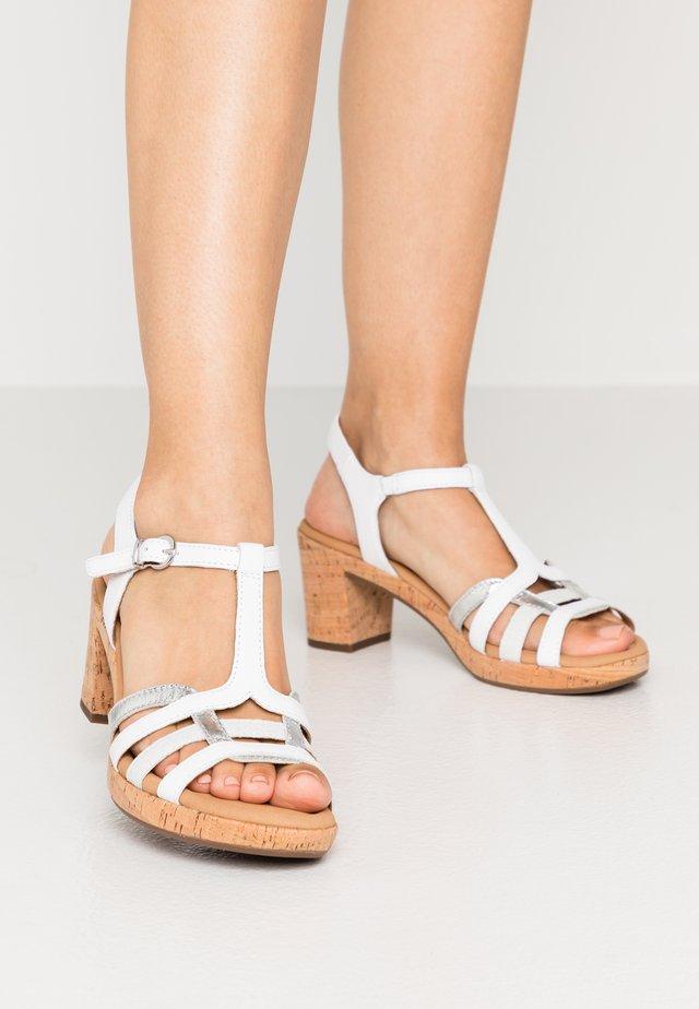 Sandały na platformie - weiß/silber