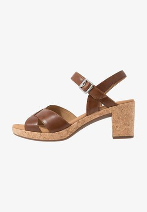 Sandály na platformě - peanut