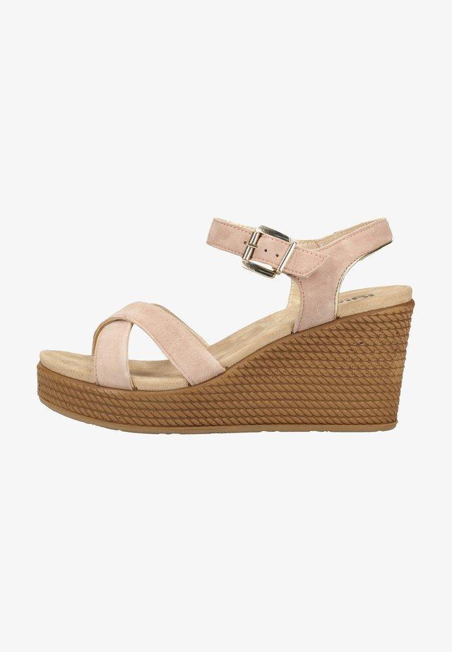 Sandały na obcasie - light pink