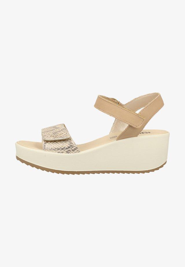 Sandały na platformie - platinum