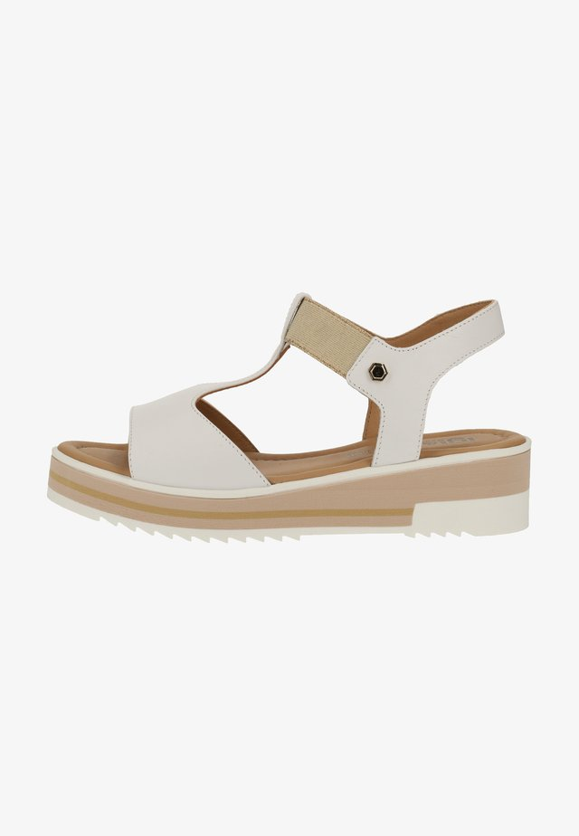 Sandały na koturnie - white