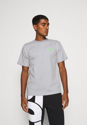 BASIC TEE - Basic T-shirt - grey