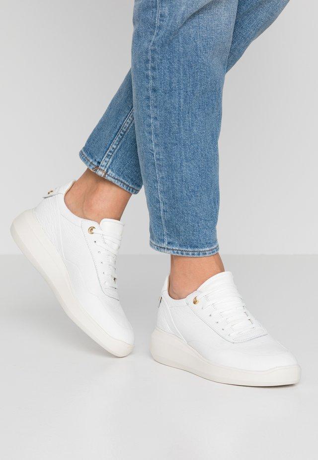 RUBIDIA - Sneakers laag - white
