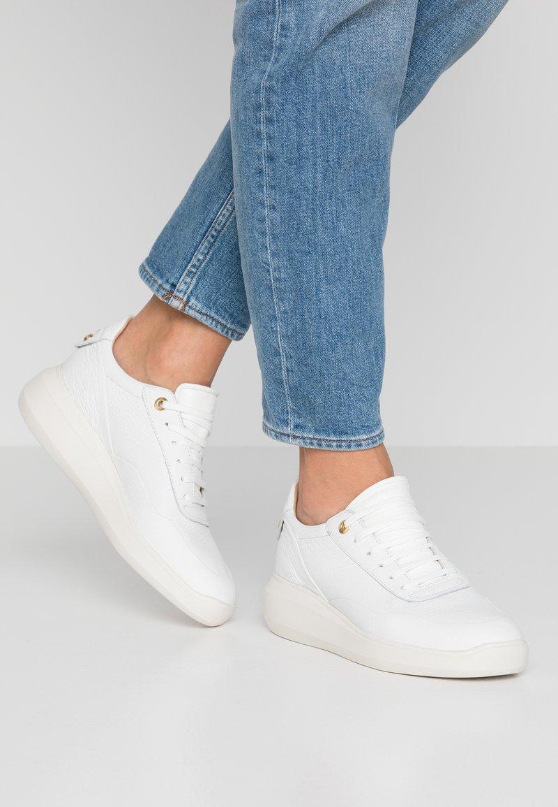 Geox - RUBIDIA - Sneaker low - white