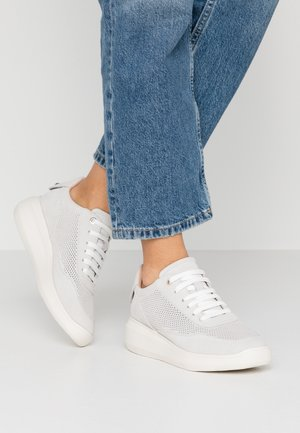 RUBIDIA - Sneakersy niskie - offwhite