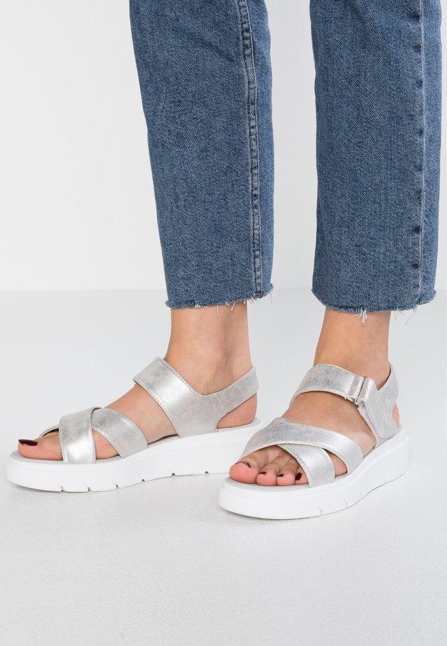 TAMAS - Sandalias con plataforma - offwhite