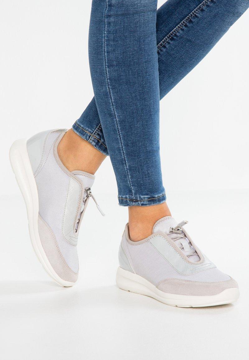 Geox - AGYLEAH - Sneakers laag - light grey