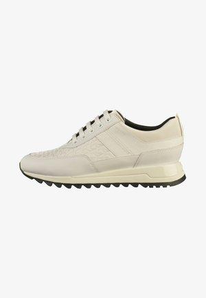 Sneakers - white (c1000)