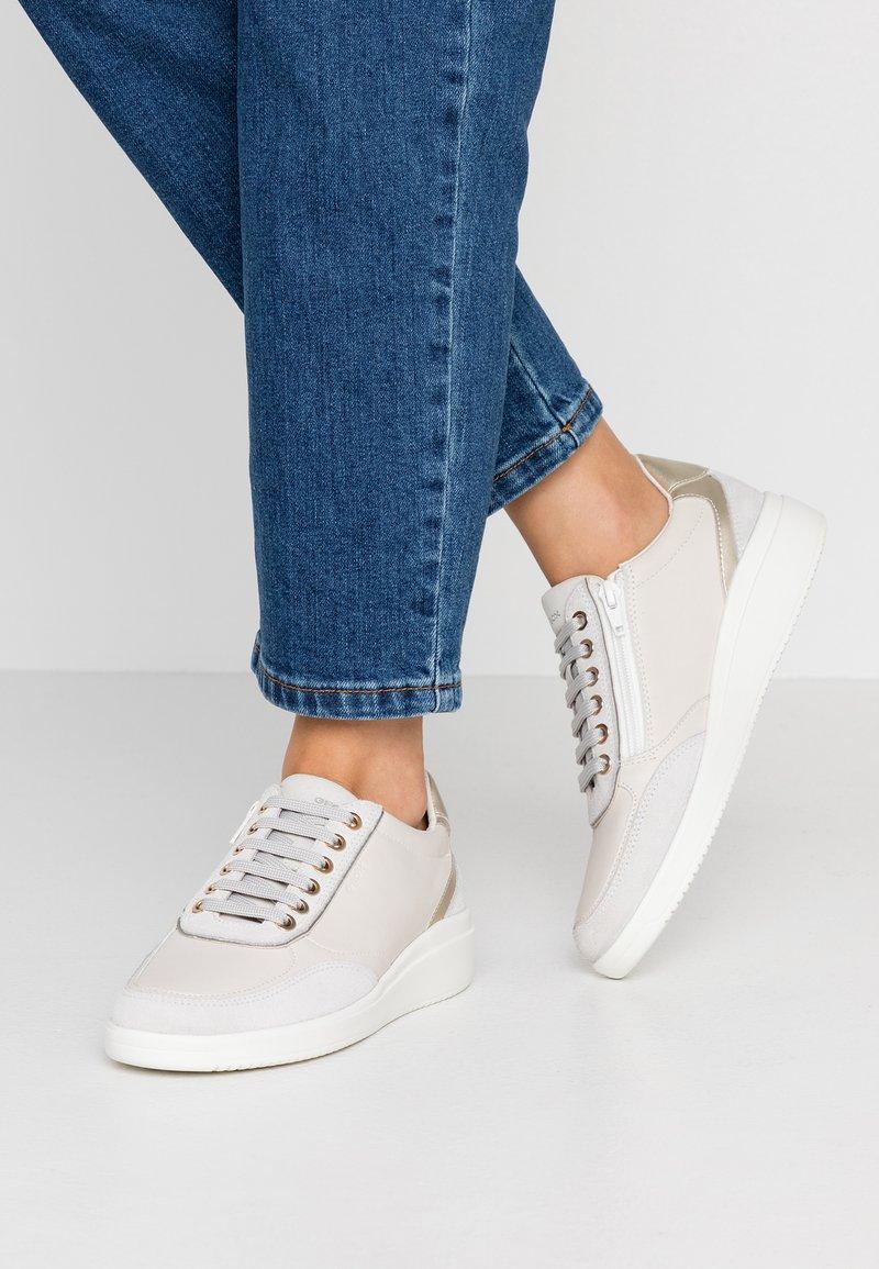 Geox - TAHINA - Sneaker low - offwhite