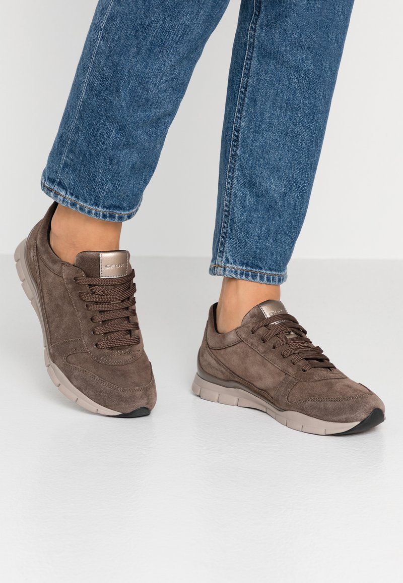 Geox - SUKIE - Trainers - dark taupe