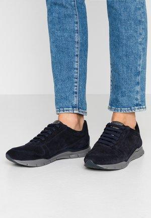 SUKIE - Sneakers - navy