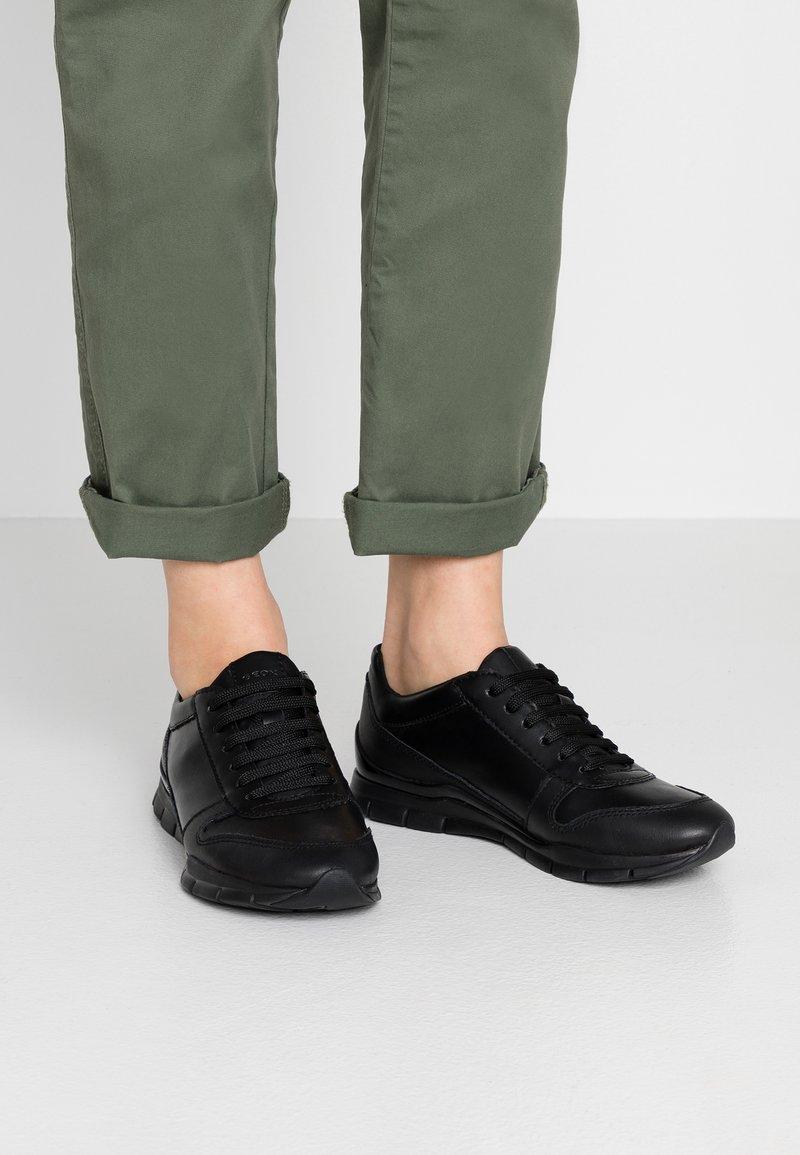 Geox - SUKIE - Sneaker low - black