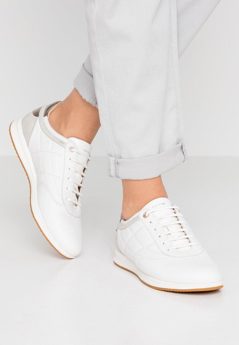 Geox - AVERY - Sneaker low - white