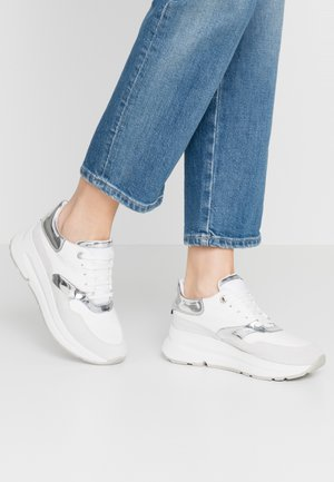 BACKSIE - Joggesko - white/silver