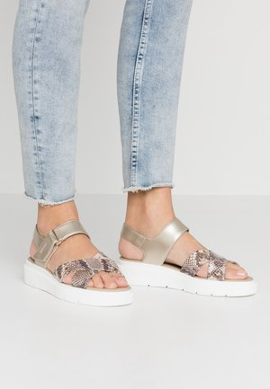 TAMAS - Sandalias con plataforma - light gold/light taupe