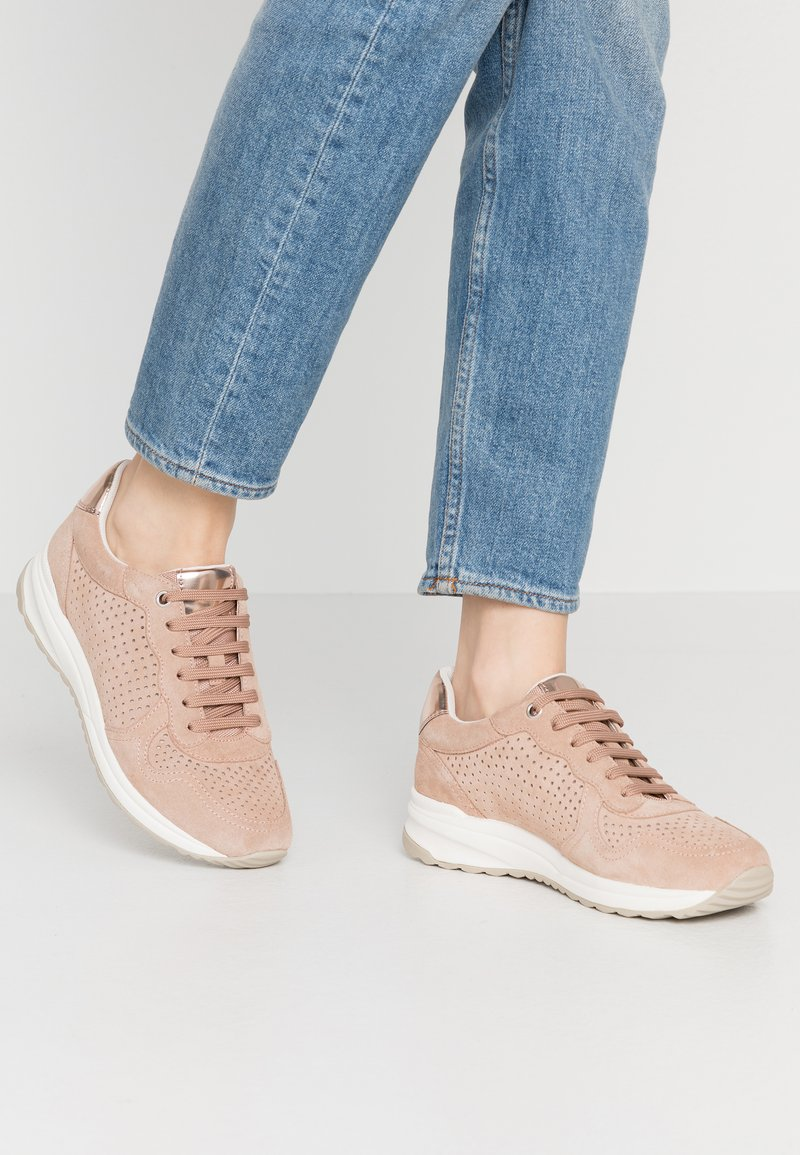 Geox - AIRELL - Trainers - nude