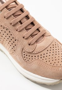 Geox - AIRELL - Trainers - nude - 2