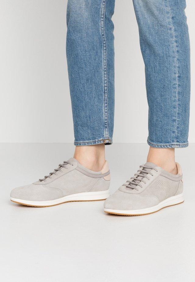 AVERY - Tenisky - light grey