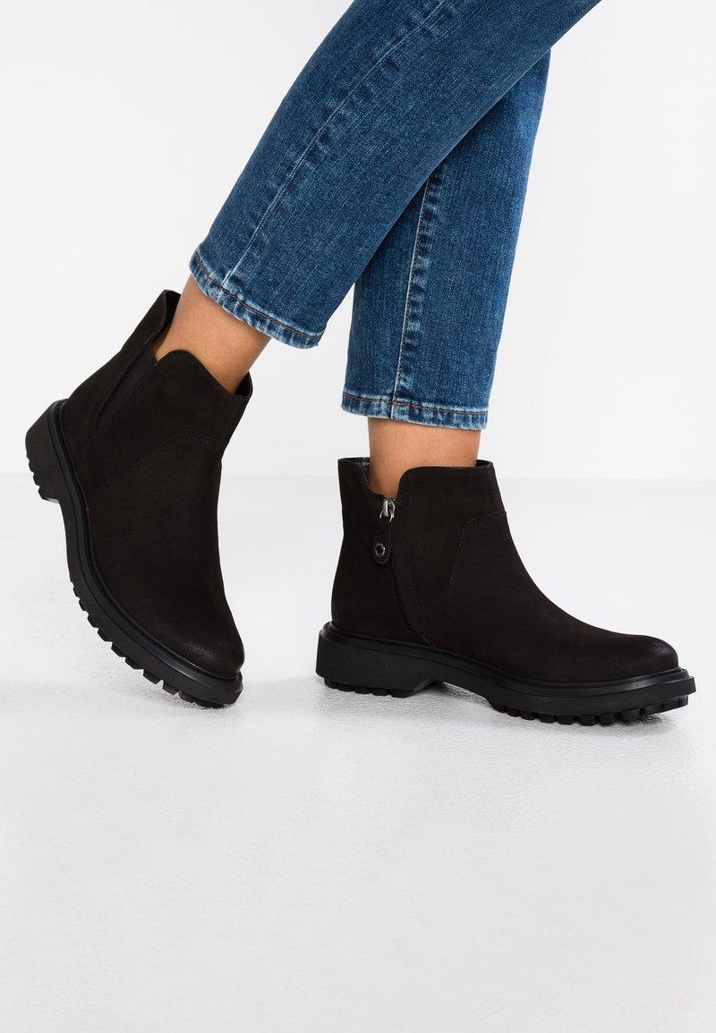 Geox - ASHEELY - Kotníková obuv - black