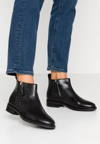 Geox - BETTANIE - Ankle boots - black - 0