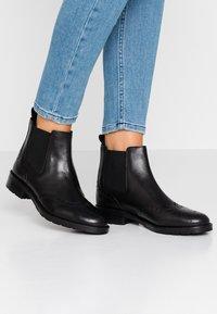 Geox - BETTANIE - Kotníková obuv - black - 0