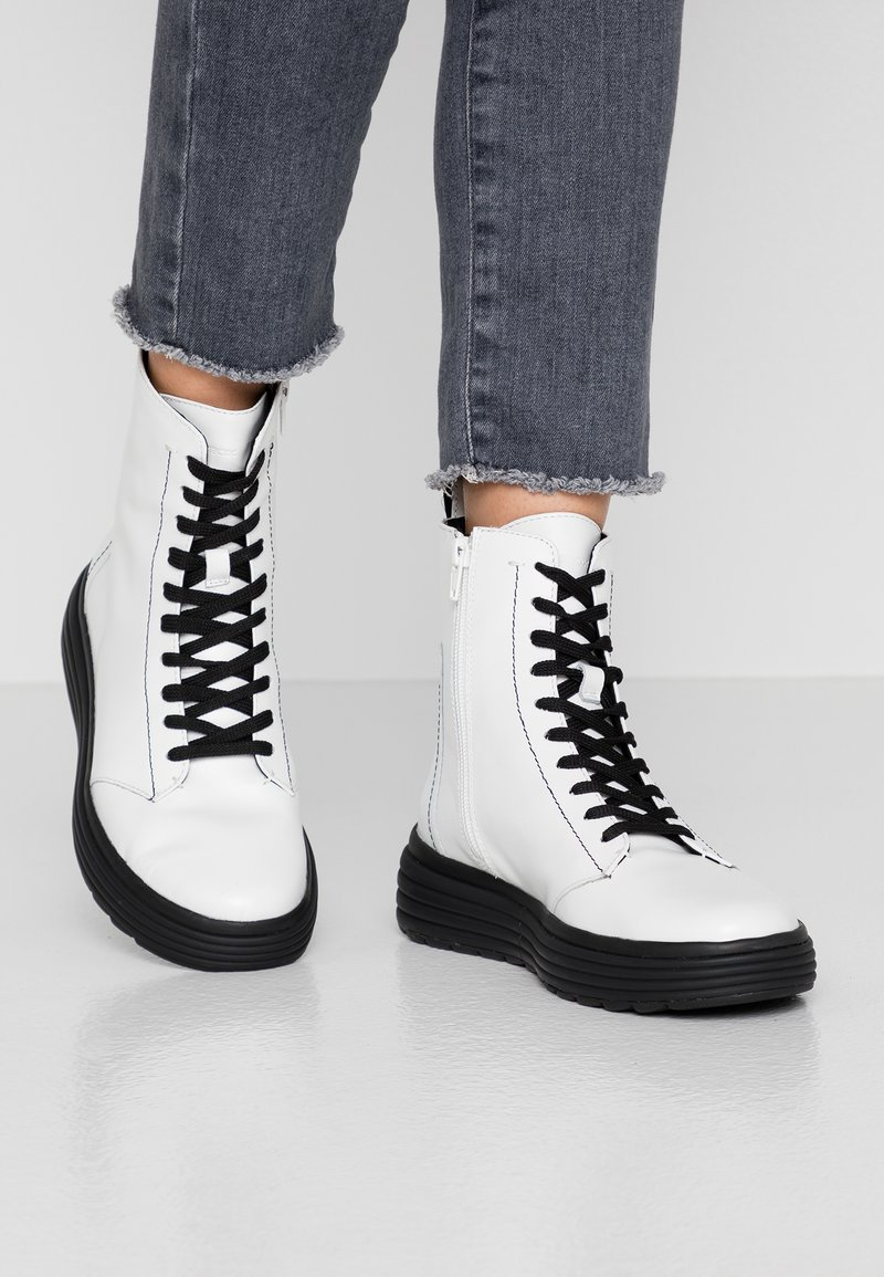 Geox - PHAOLAE - Platform ankle boots - white