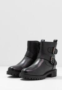 Geox - HOARA - Kovbojské/motorkářské boty - black - 2
