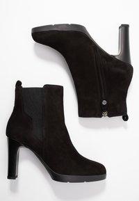 Geox - ANNYA - Kotníková obuv na vysokém podpatku - black - 3