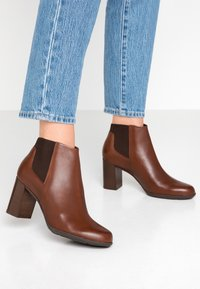 Geox - NEW ANNYA - Ankle boots - brown - 0