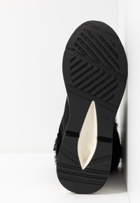Geox - BACKSIE ABX - Kotníkové boty na klínu - black - 6