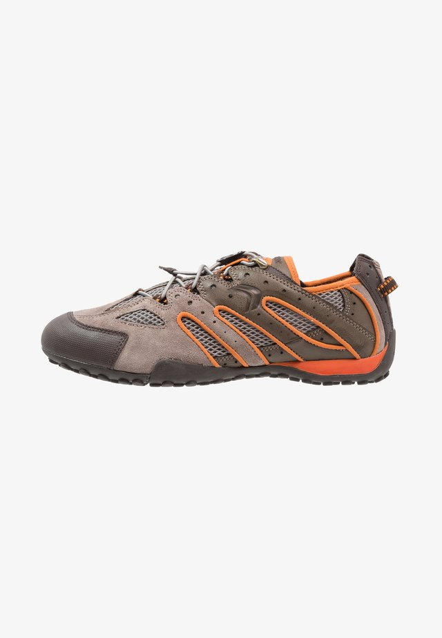 SNAKE - Zapatillas - taupe/light orange