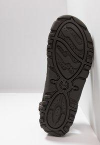 Geox - STRADA - Sandalias de senderismo - brown/sand - 4
