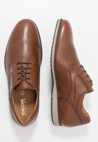 Geox - BLAINEY - Zapatos de vestir - cognac - 1