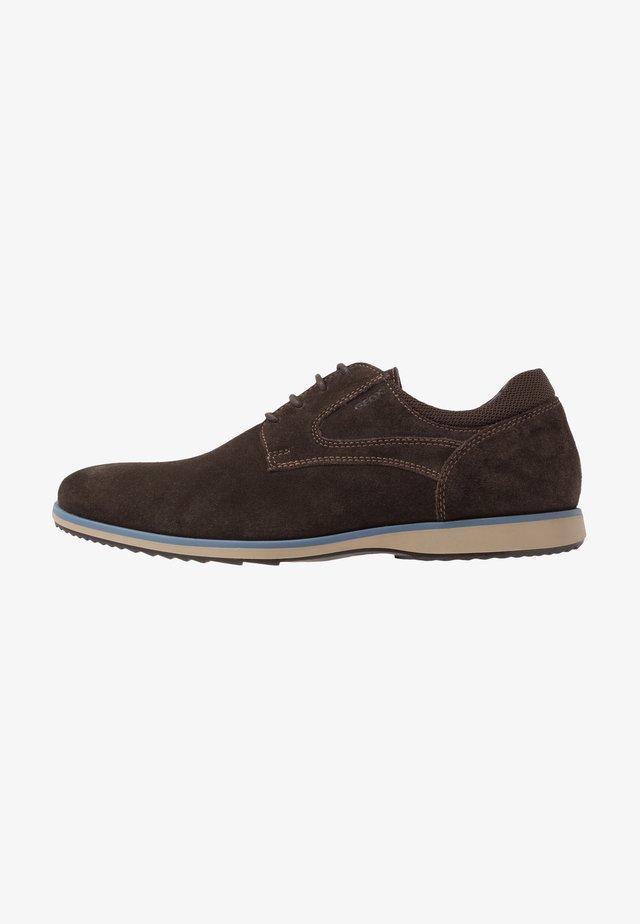 BLAINEY - Zapatos con cordones - dark brown