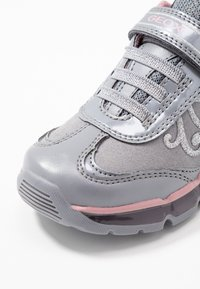 Geox - GIRL - Zapatillas - grey/pink - 5
