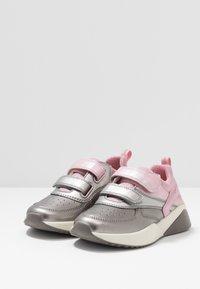 Geox - SINEAD GIRL - Sneaker low - pink/dark silver - 3