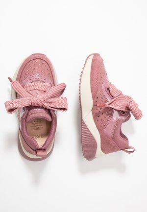 SINEAD GIRL - Vauvan kengät - dark rose