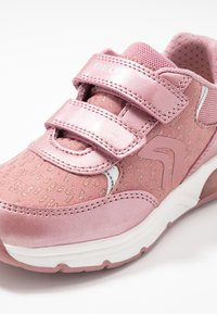 Geox - SPACECLUB GIRL - Zapatos de bebé - antique rose - 5