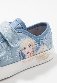 Geox - CIAK GIRL FROZEN ELSA - Zapatillas - light sky - 5