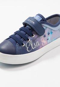 Geox - CIAK GIRL FROZEN ELSA - Zapatillas - light sky/navy - 5